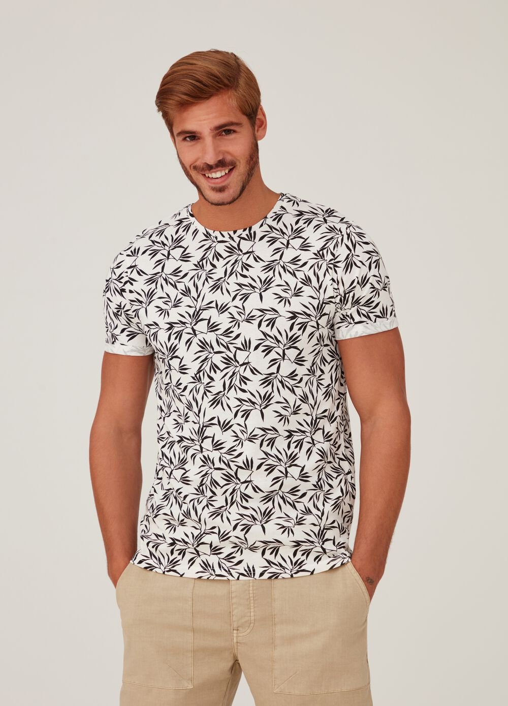 T-shirt in 100% cotton with foliage print