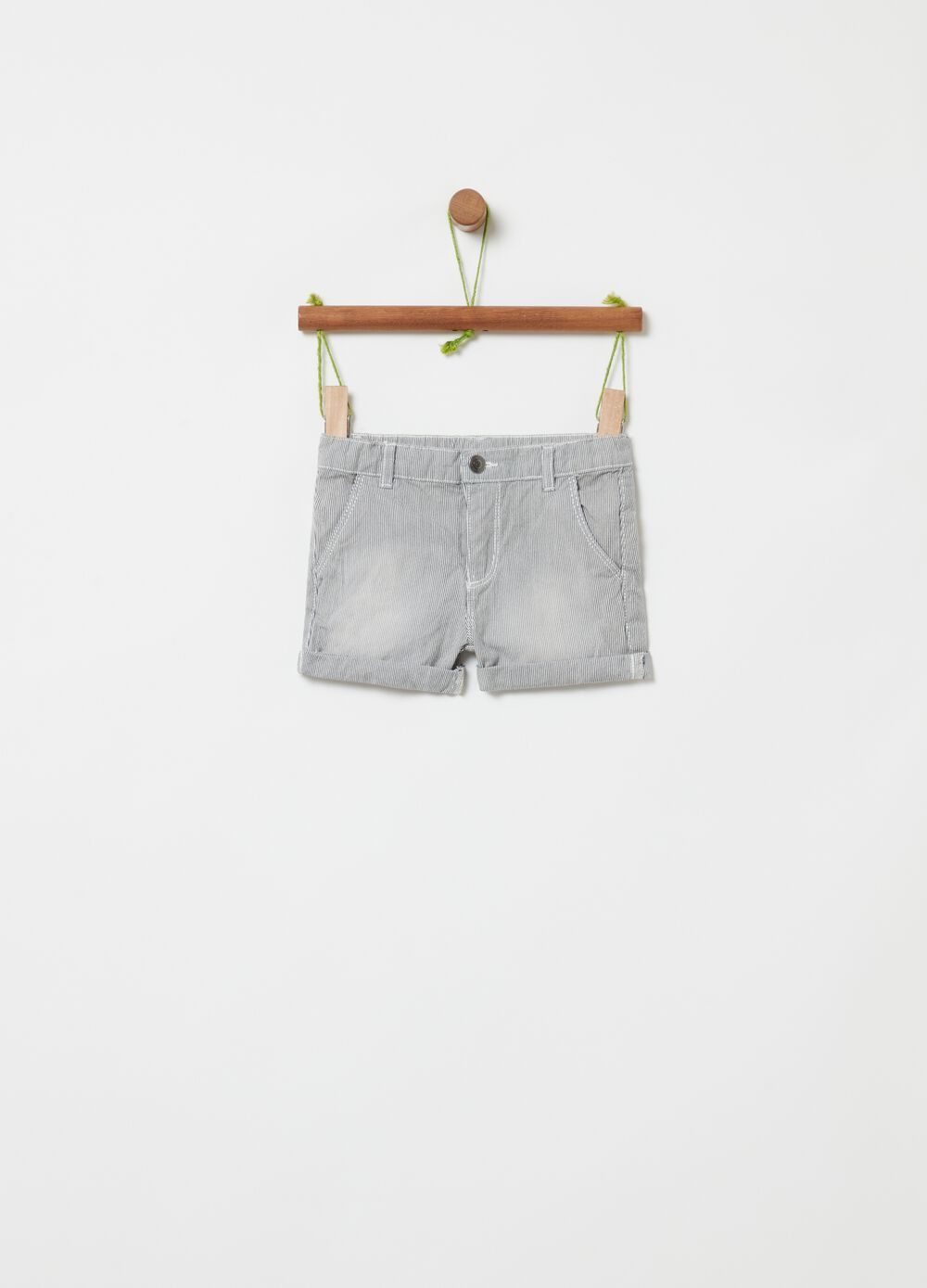 Shorts in 100% organic cotton with fine stripes