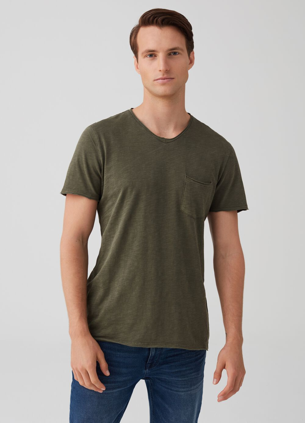 Cotton T-shirt with raw edges and V neck
