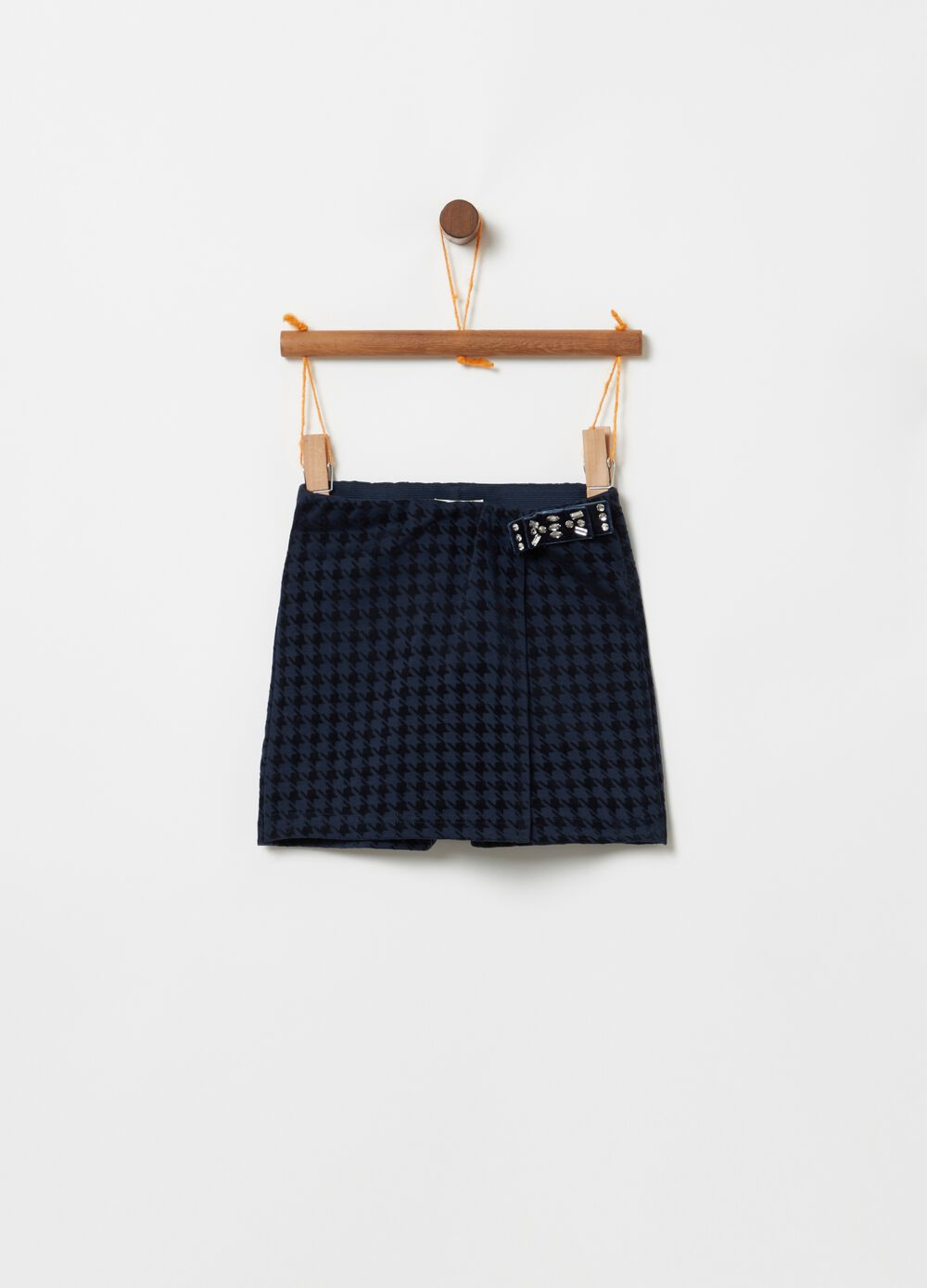 Wraparound shorts with hounds' tooth print