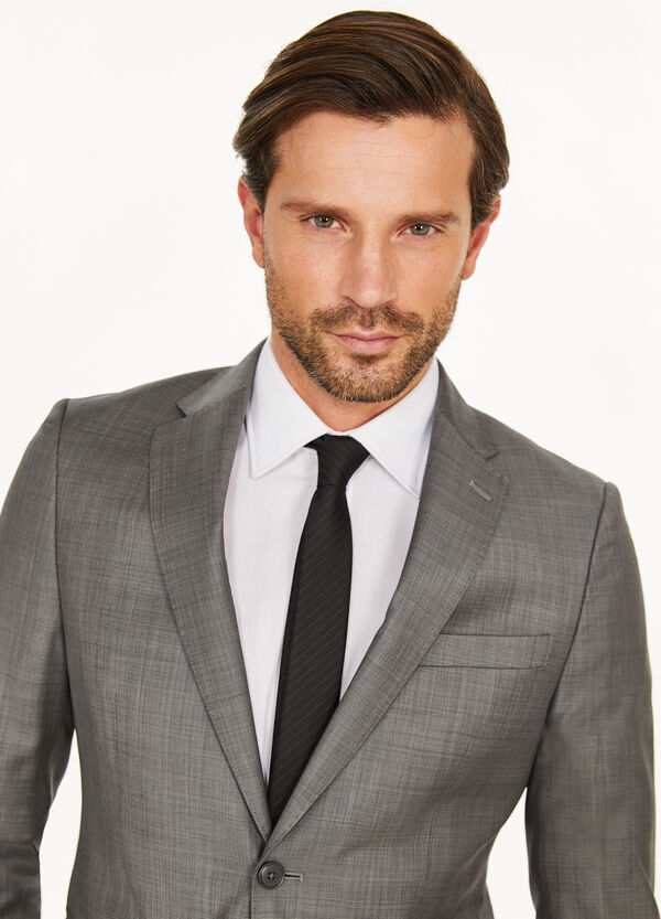 Solid colour, slim-fit suit in 100% wool