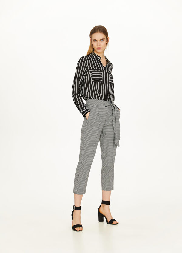 Hound's tooth cropped trousers with crease