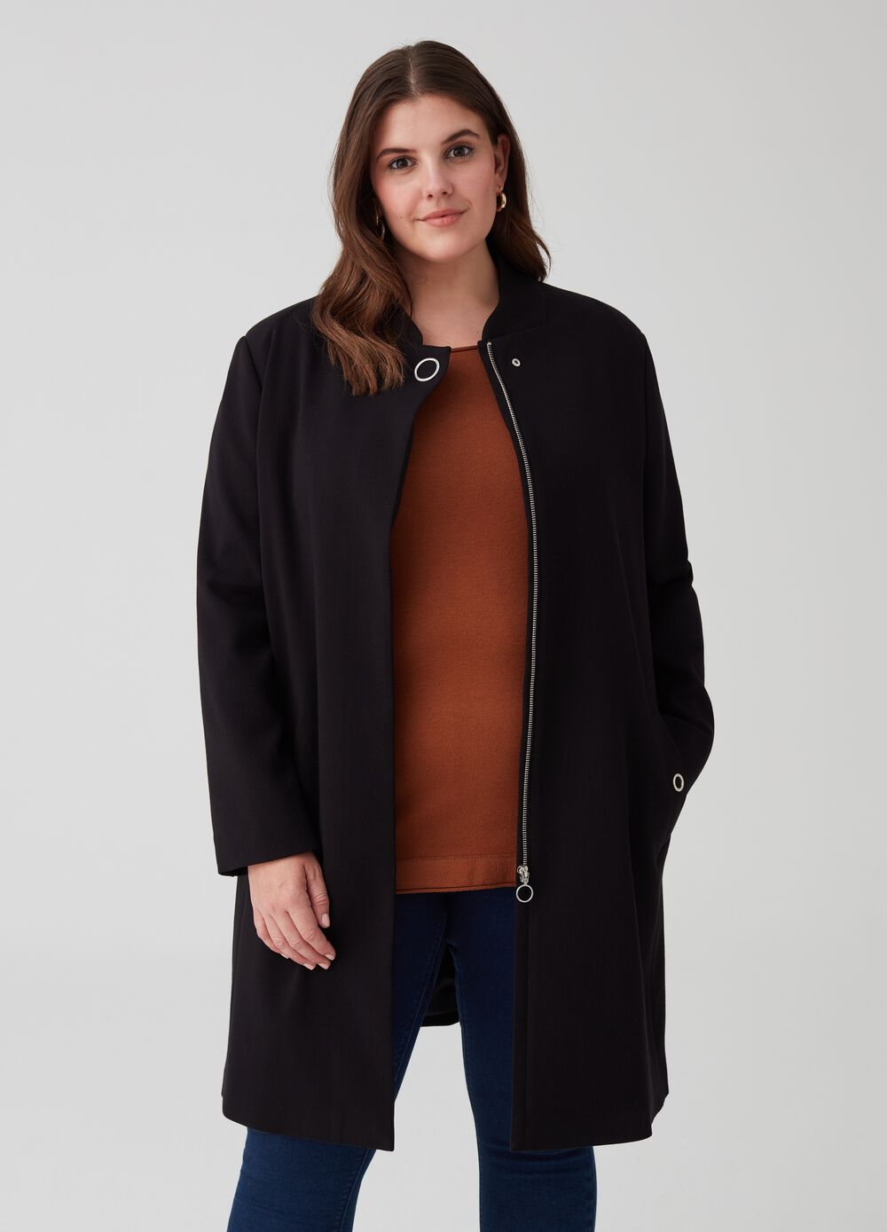 Curvy coat with high neck and pockets