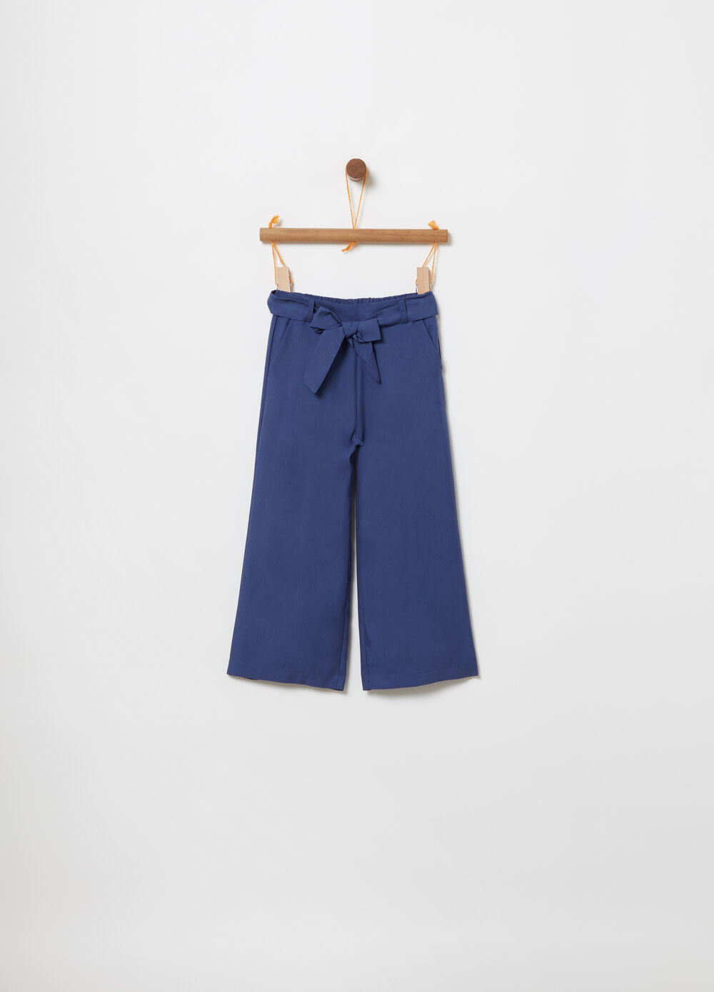 Crop trousers with knotted belt