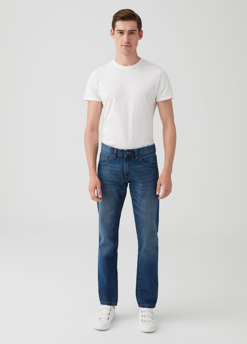 Straight-fit washed jeans with five pockets