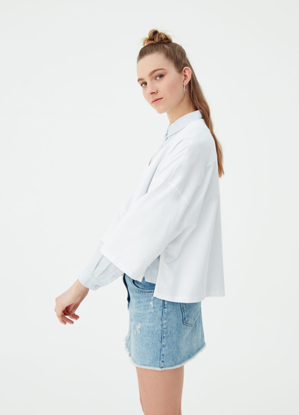 Oversized crop T-shirt with ribbed V-neck