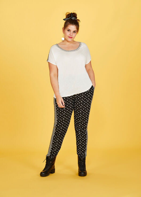Curvy T-shirt in 100% viscose with embroidery