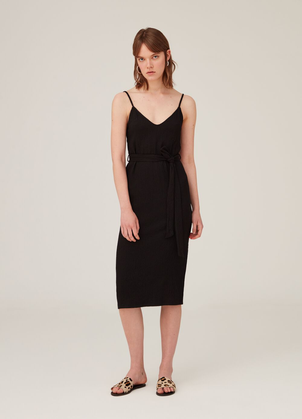 Sleeveless dress with knotted belt