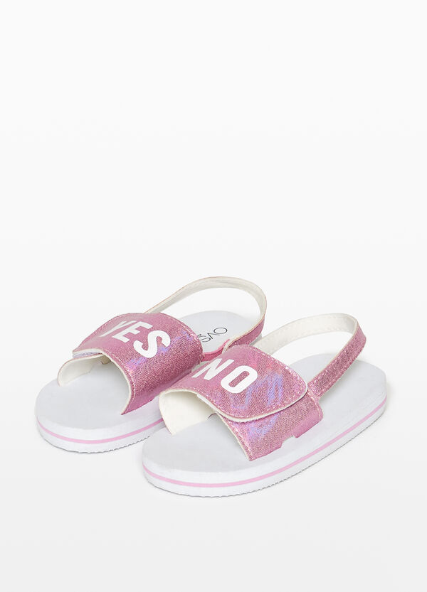 Sandals with shiny straps and printed lettering