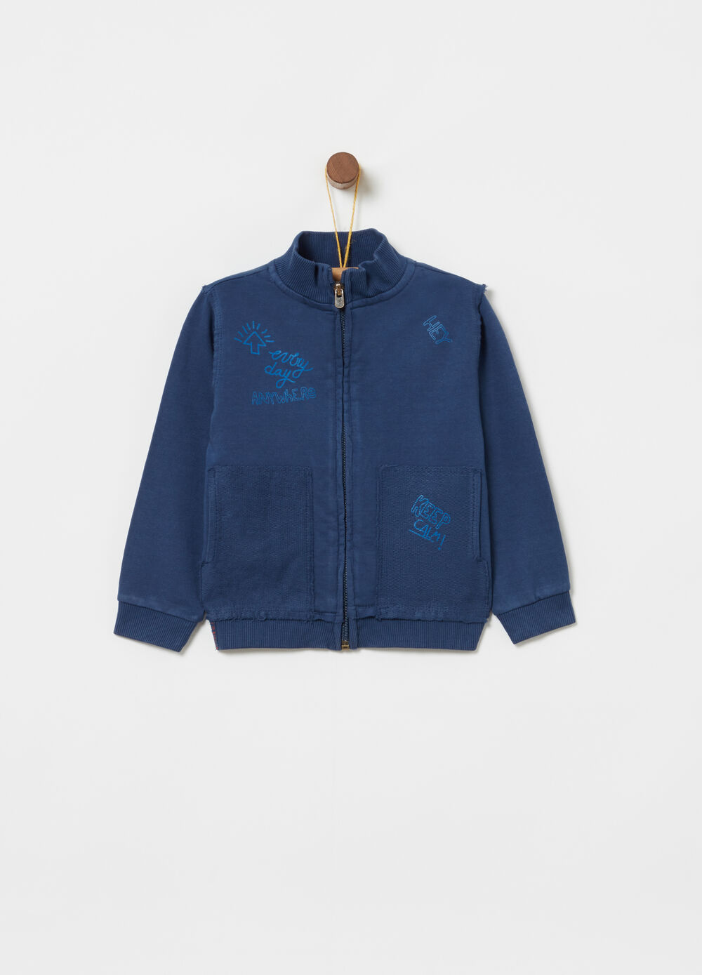 Sweatshirt with ribbed pocket, print and full zip