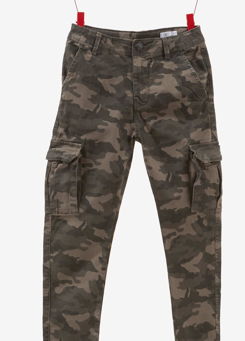 Camouflage cargo trousers in 100% cotton