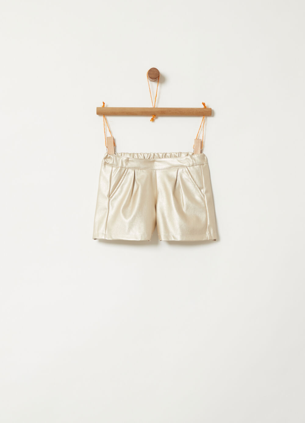 Shorts in finta pelle con tasche a filetto