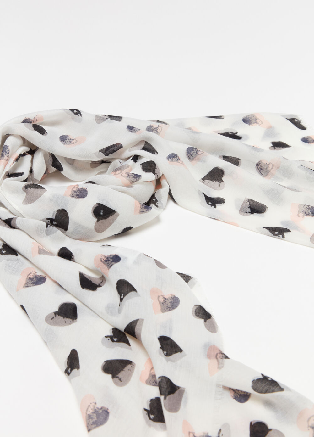 Rectangular scarf with hearts print