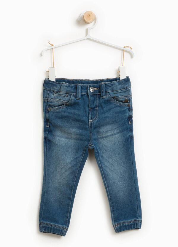 Jeans stretch effetto used con baffature