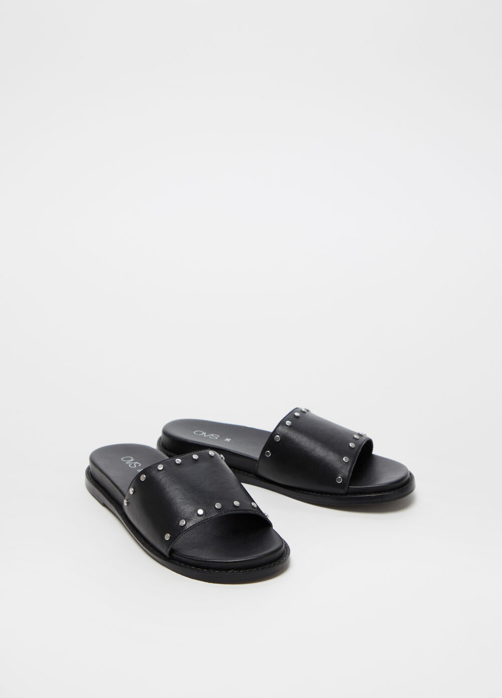 Leather sandal with strap and small studs