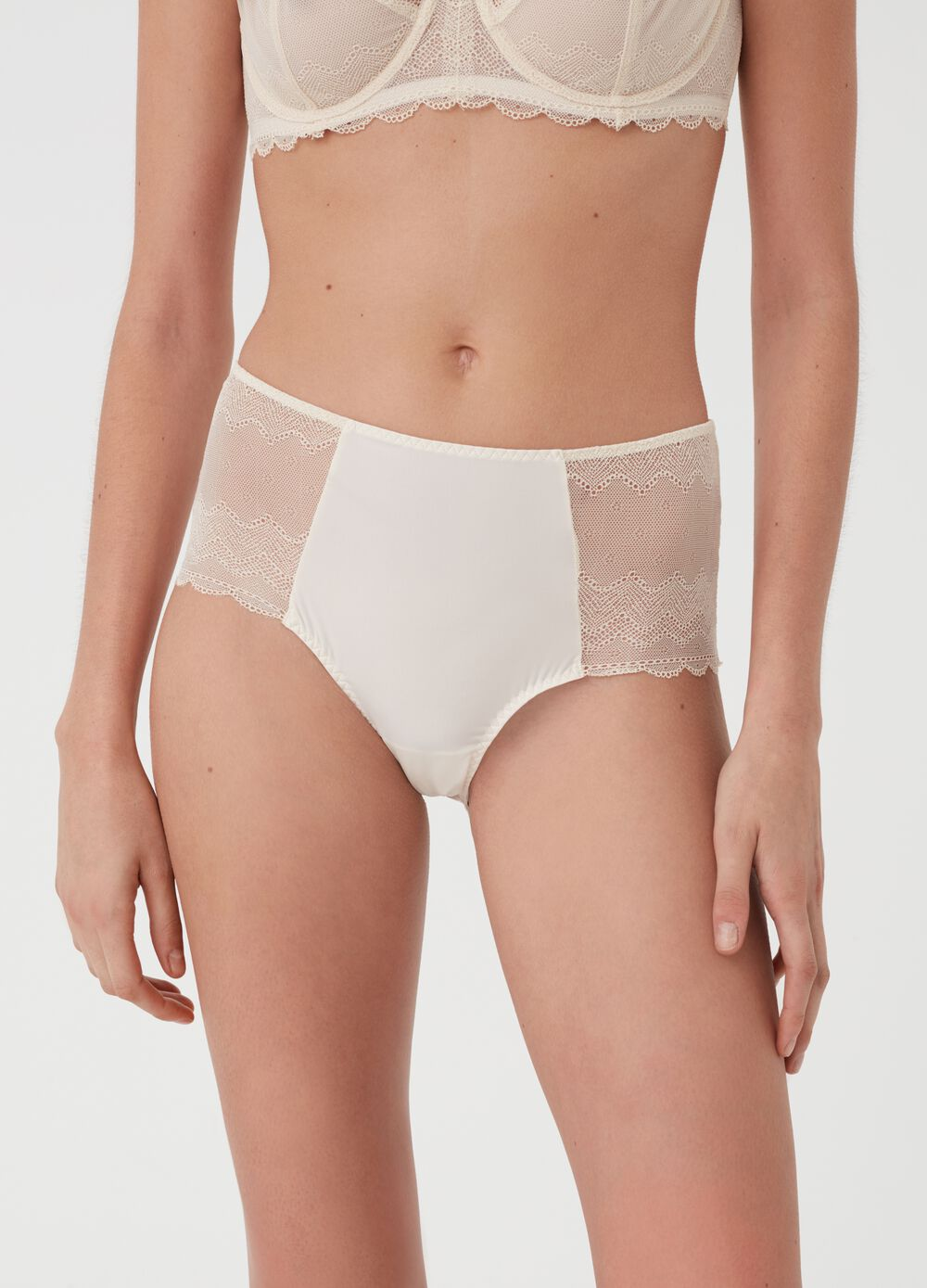 Seductive French knickers with high waist and invisible under clothing