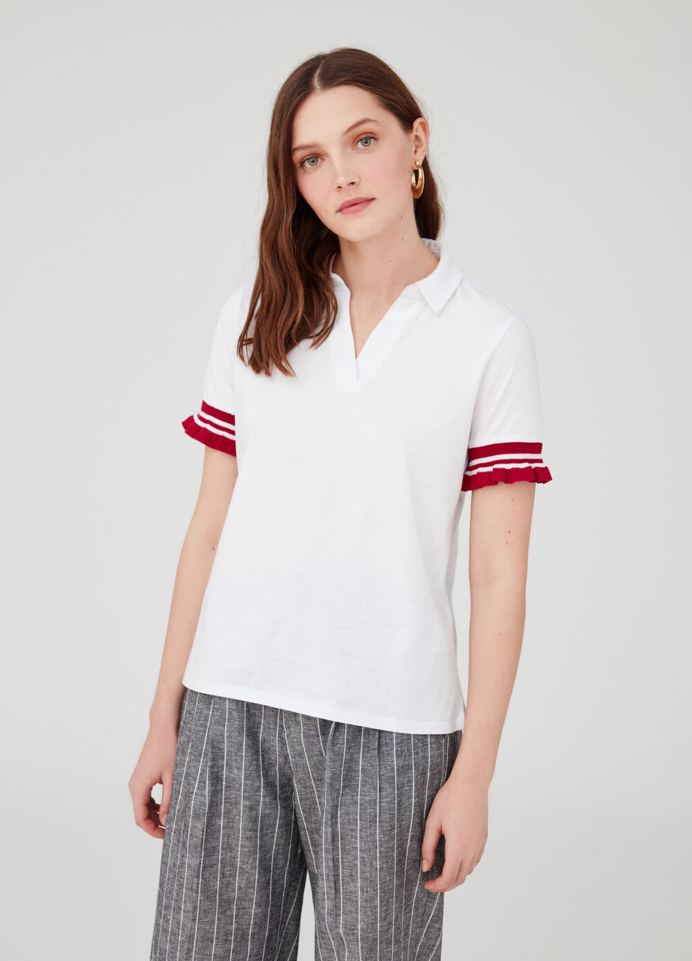 Polo shirt with V opening, ribbing and pleating