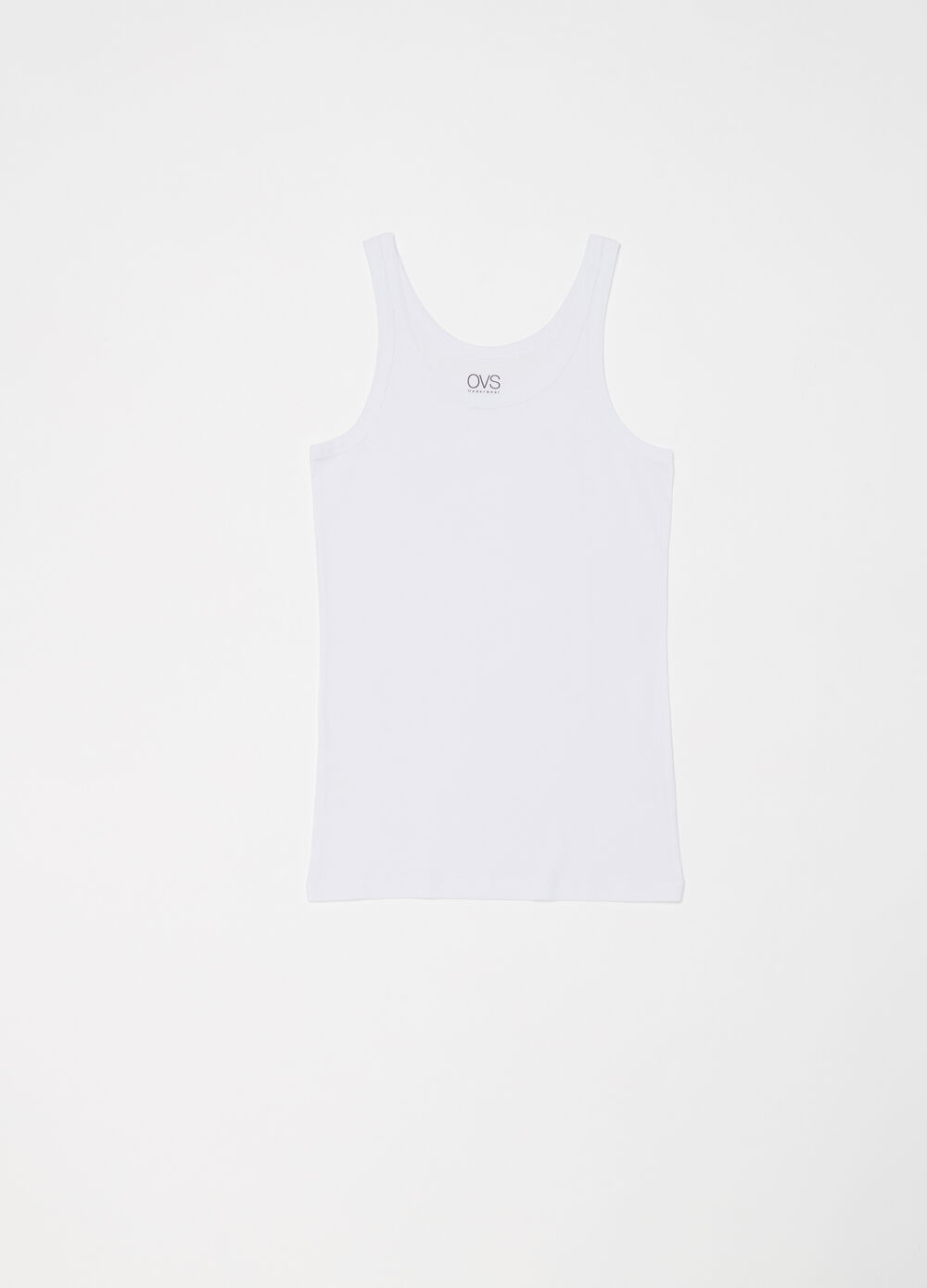 Two-pack racerback vests in 100% cotton with broad shoulders