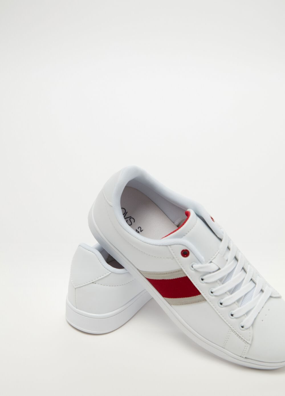 Sneakers with striped insert