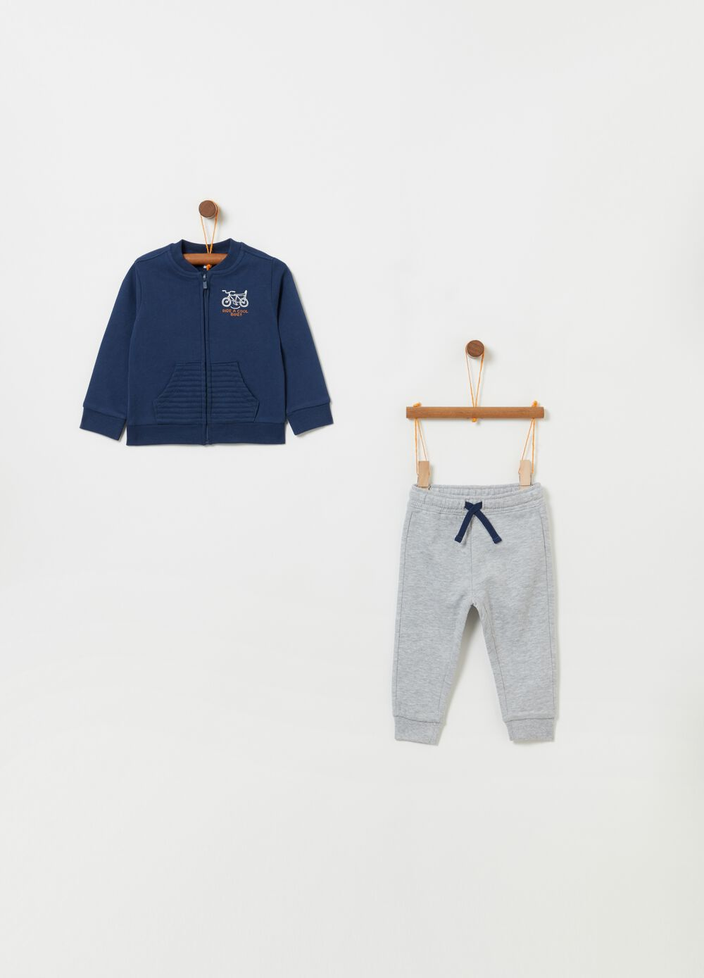 Top and trousers jogging set with drawstring