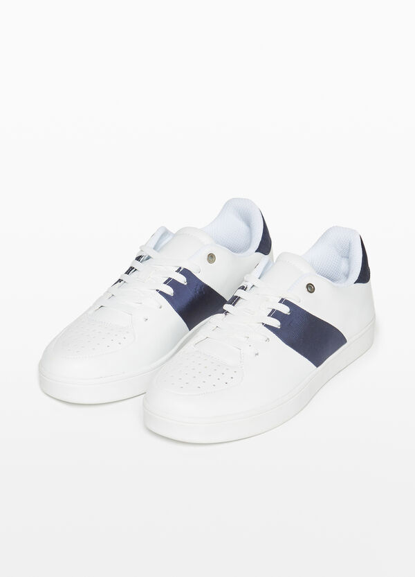 Sneakers with contrasting insert
