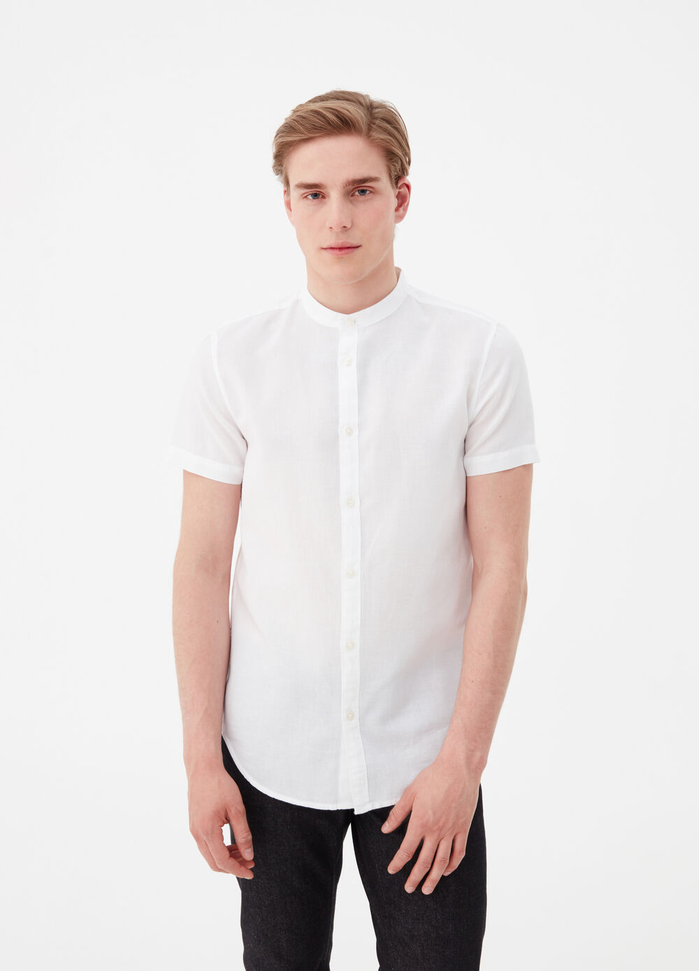 Solid colour slim-fit shirt with bluff collar