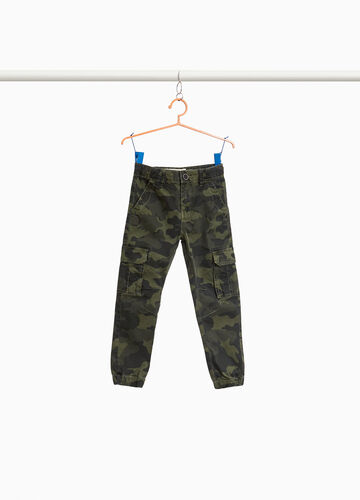Camouflage cargo-cut chinos