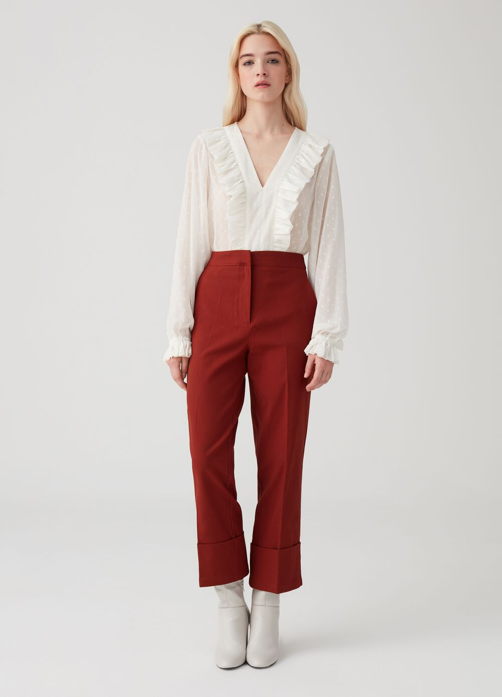 Trousers with welt pockets and turn-up hems