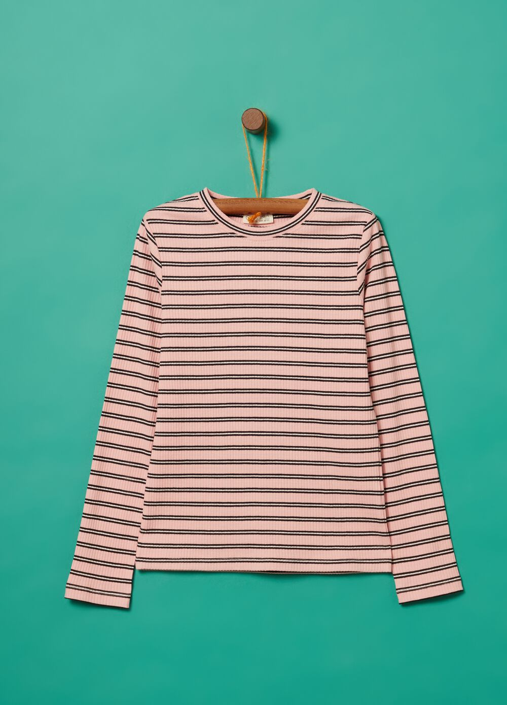 Long sleeved T-shirt with striped pattern