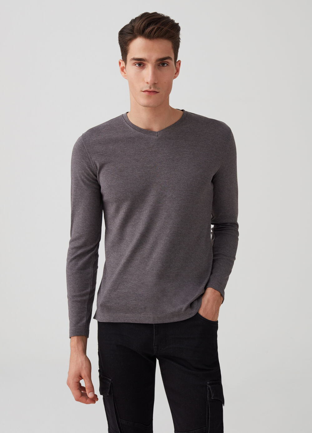 Mélange T-shirt with V-neck and long sleeves