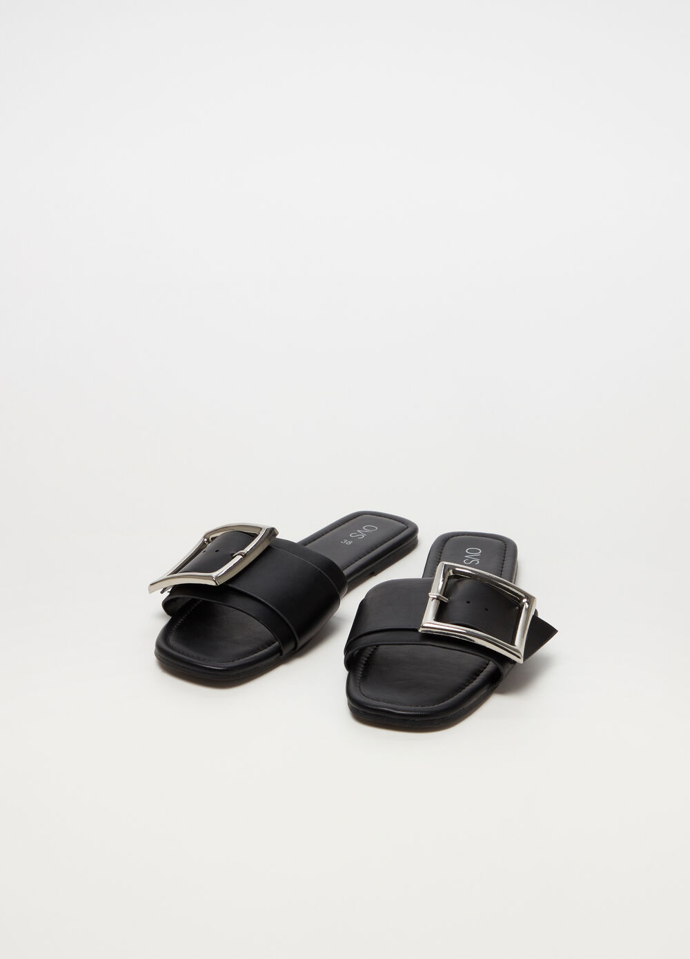 Sandals with straps and shiny buckle