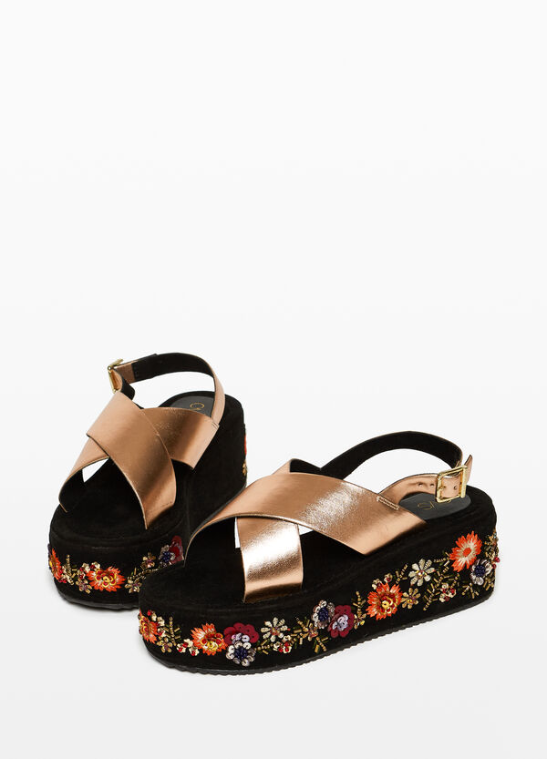 Sandals with braided straps and embroidery