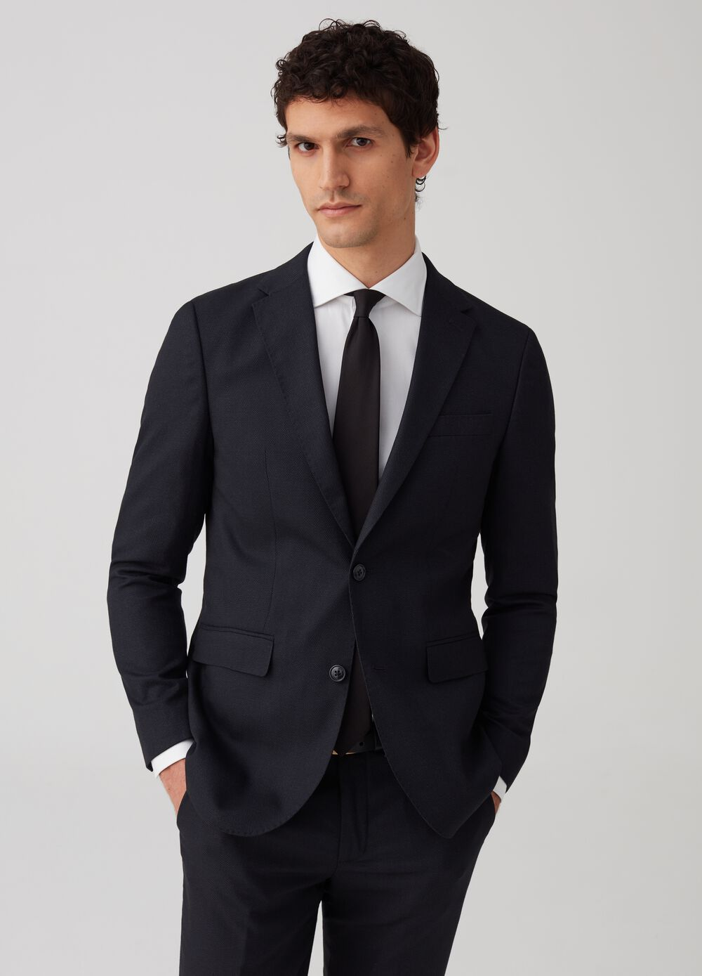 Slim-fit jacket with two button pockets.