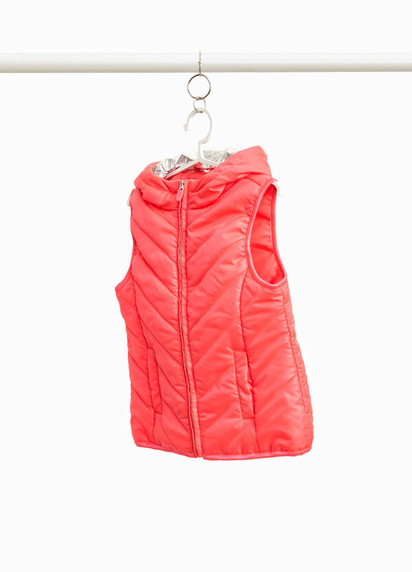 Padded gilet with glossy lining