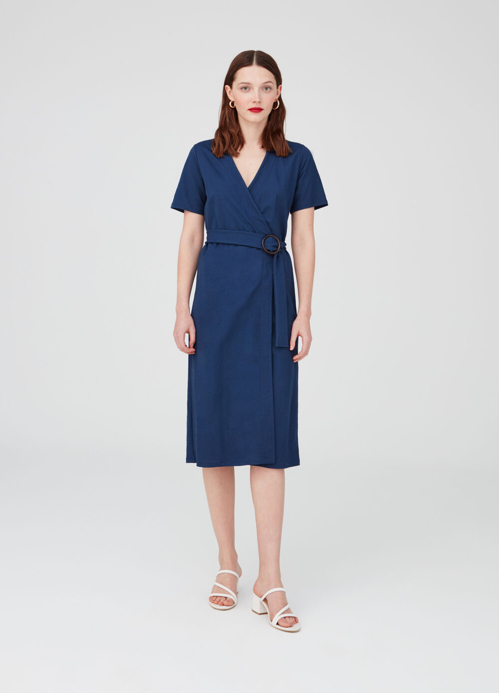 Dress with V-neck and belt