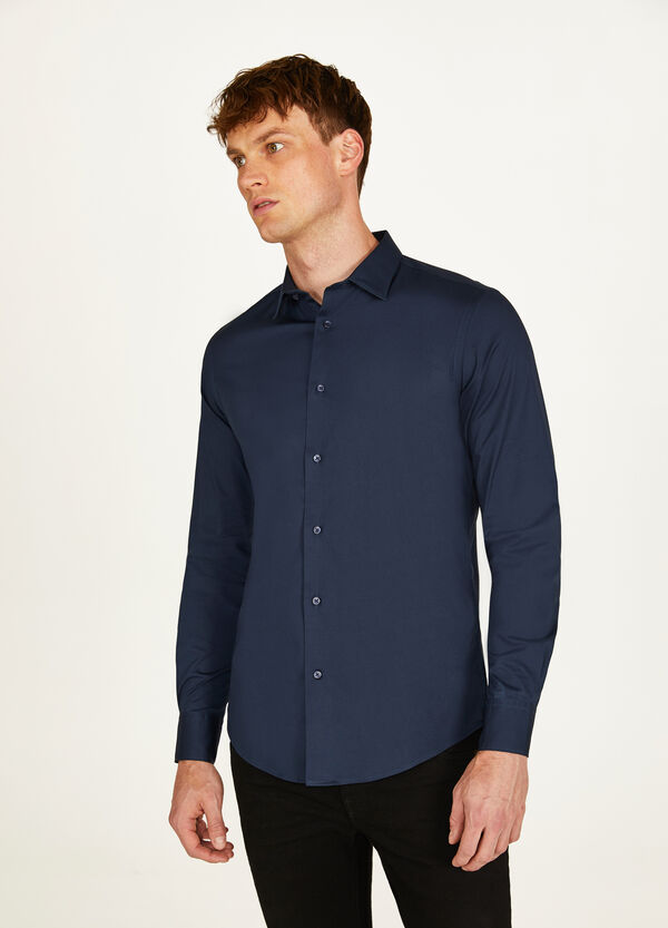 Slim-fit, formal shirt with bluff collar