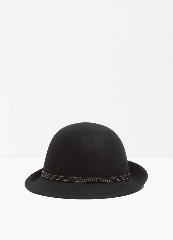 Wide-brimmed hat with embroidery