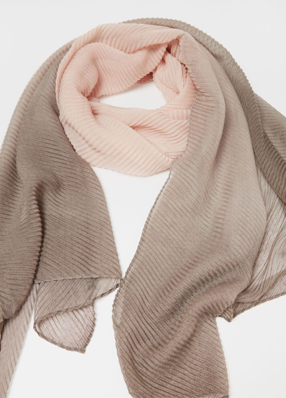 Pleated pashmina in textured fabric