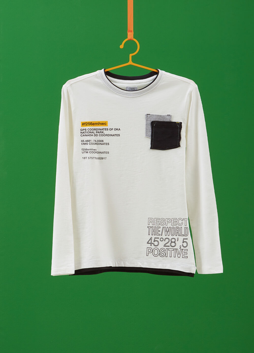 100% cotton T-shirt with long sleeves and patch
