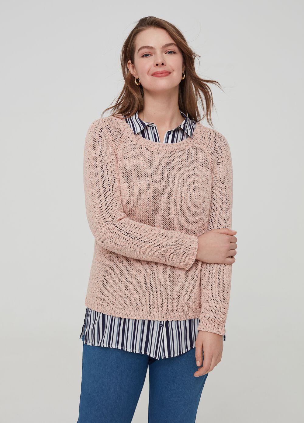 Curvy knitted pullover with raglan sleeves