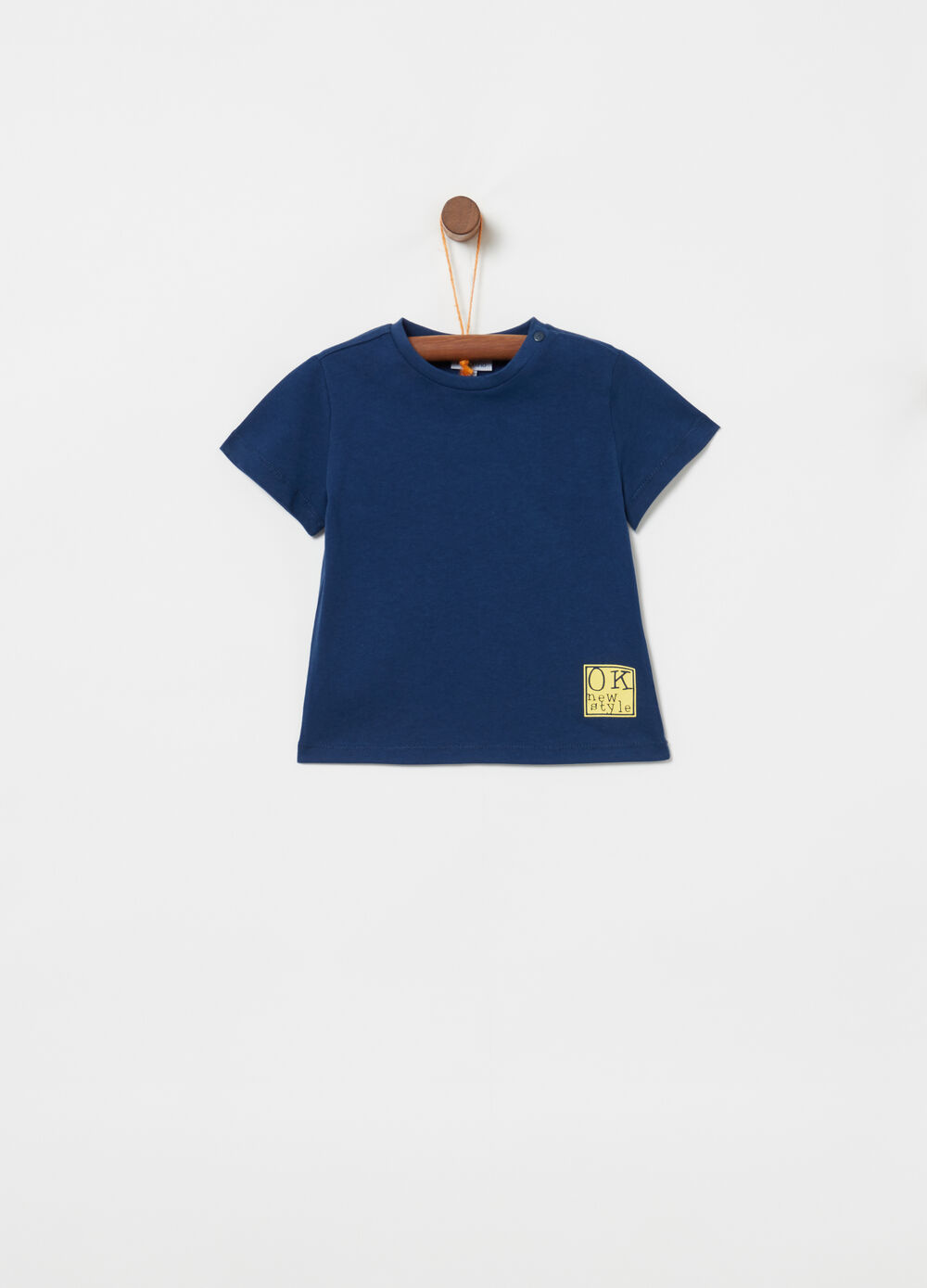 100% cotton T-shirt with button and print