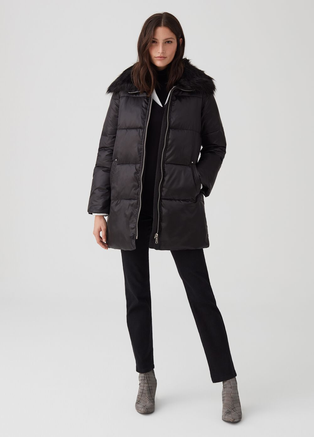Long coat with fur and zip