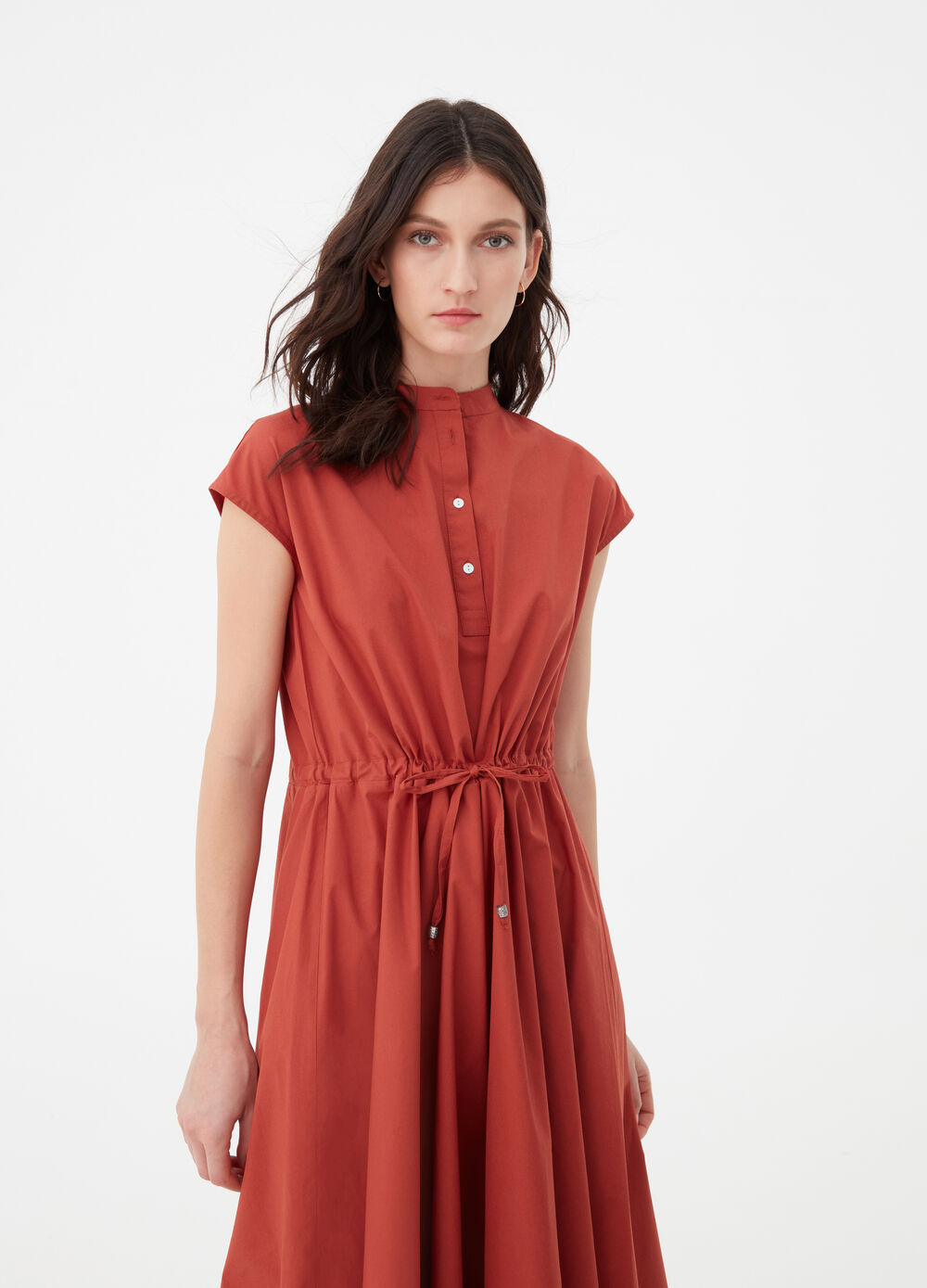 Long dress with pleats, collar and drawstring