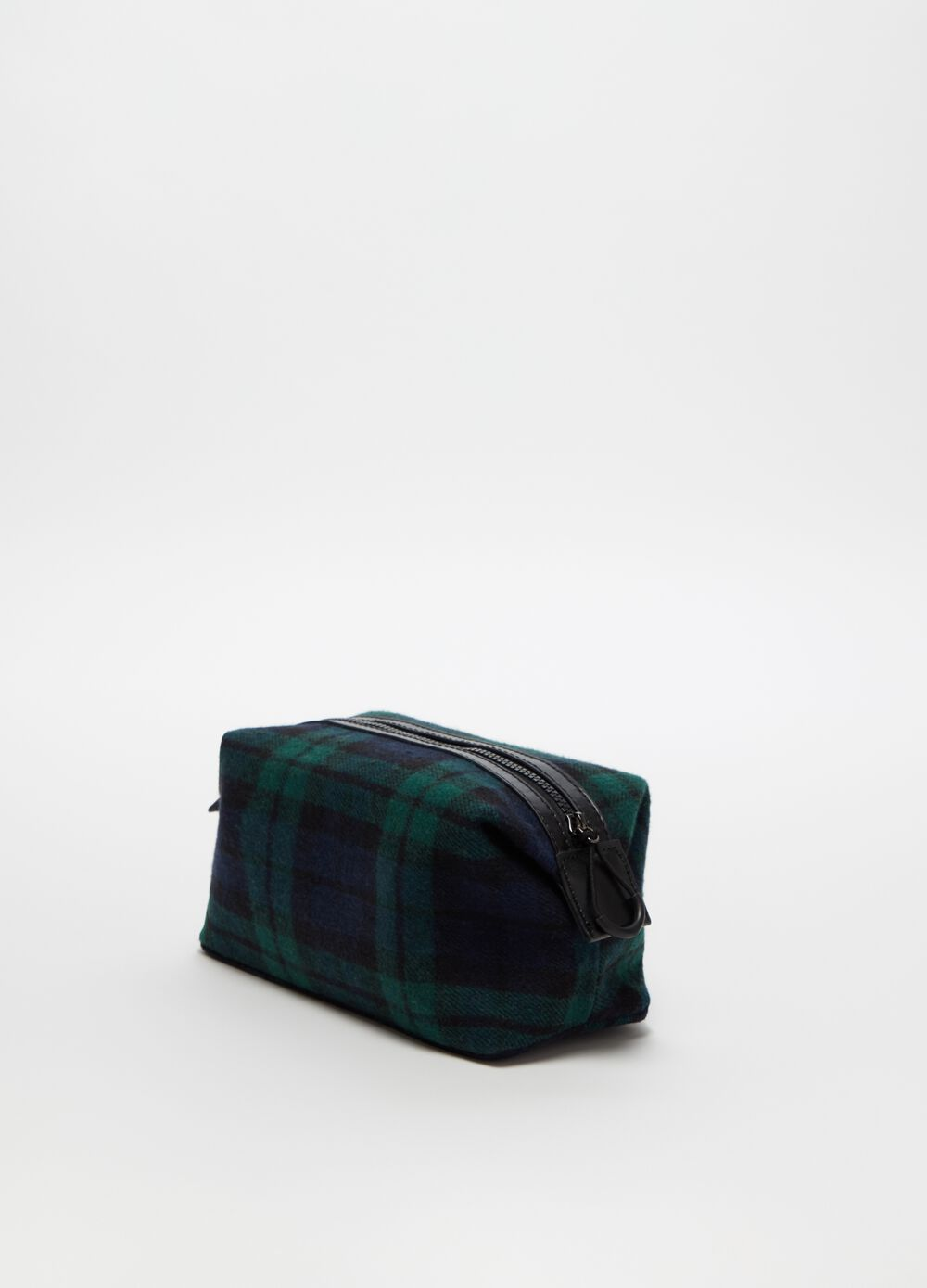 Beauty case with zip and check pattern