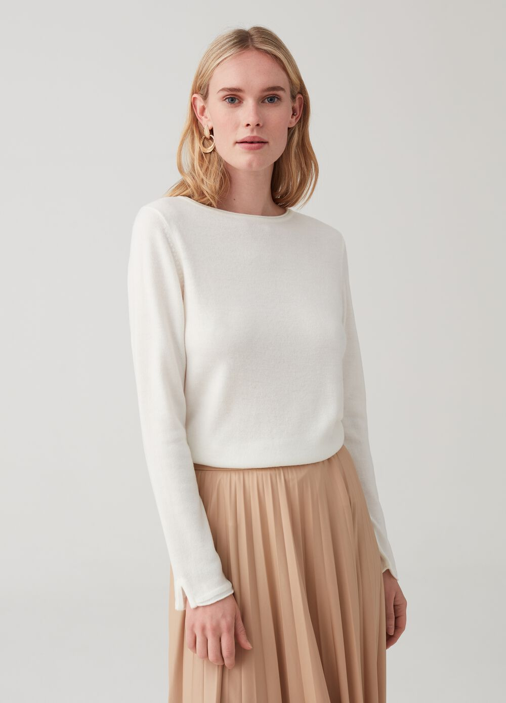 Knitted top with round neck
