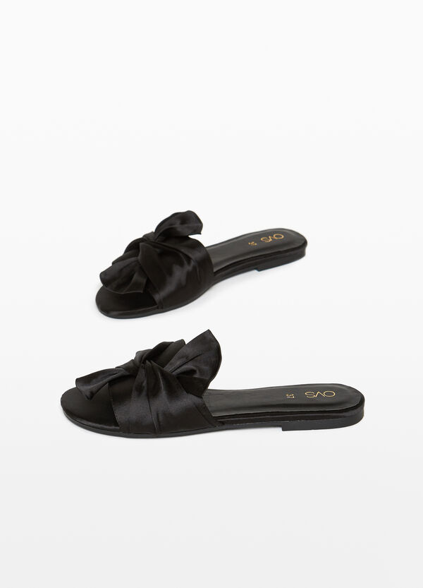 Sandals with knotted upper