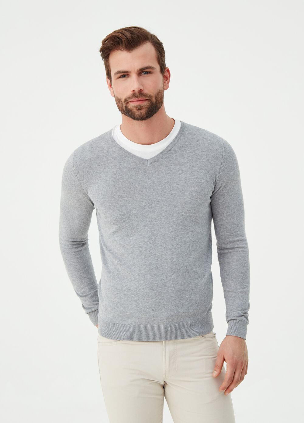 Knit pullover with V-neck and ribbing
