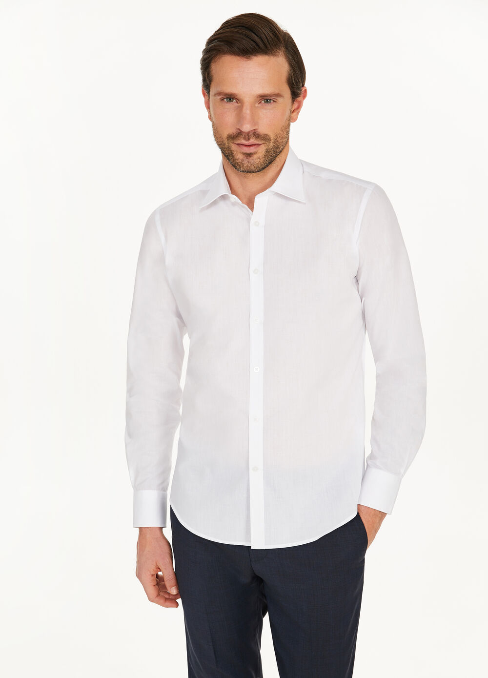 Solid colour slim-fit casual shirt
