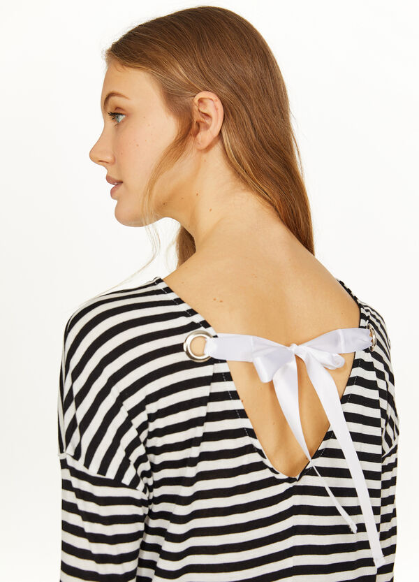 Three-quarter T-shirt with striped opening