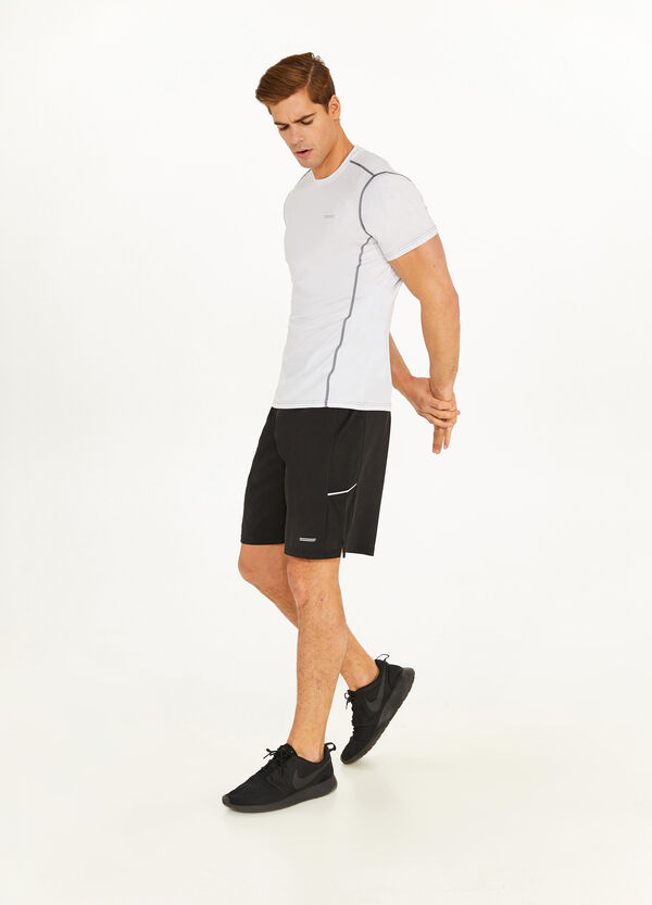 Stretch T-shirt with contrasting stitching
